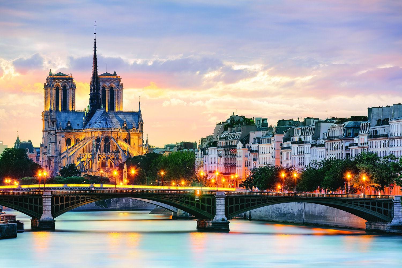 Những điều giản dị của hạnh phúc Provencesspain_paris_notredame_ss_113889787_gallery