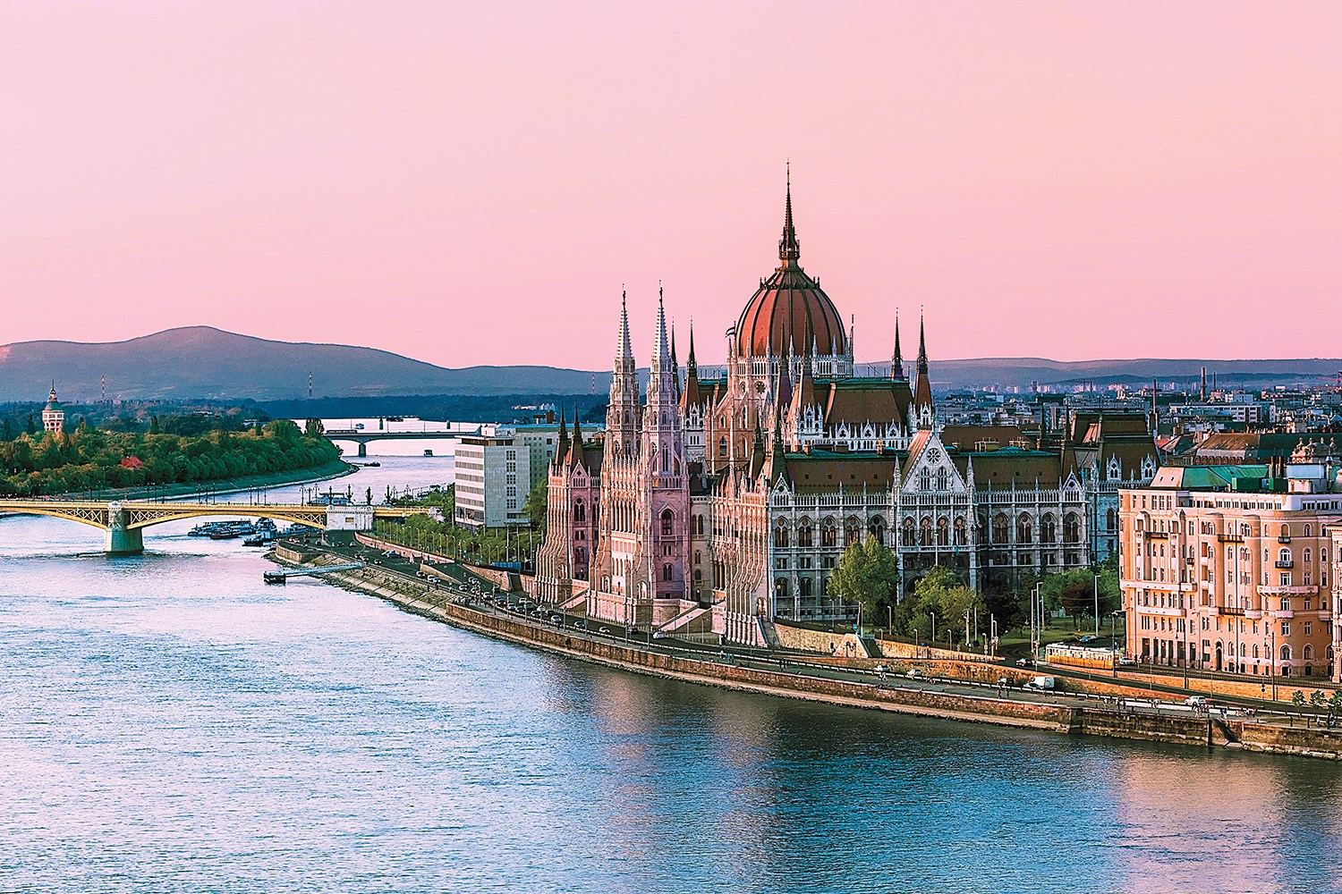 Ultimate River Cruise 2017 Paris To Budapest Amawaterways