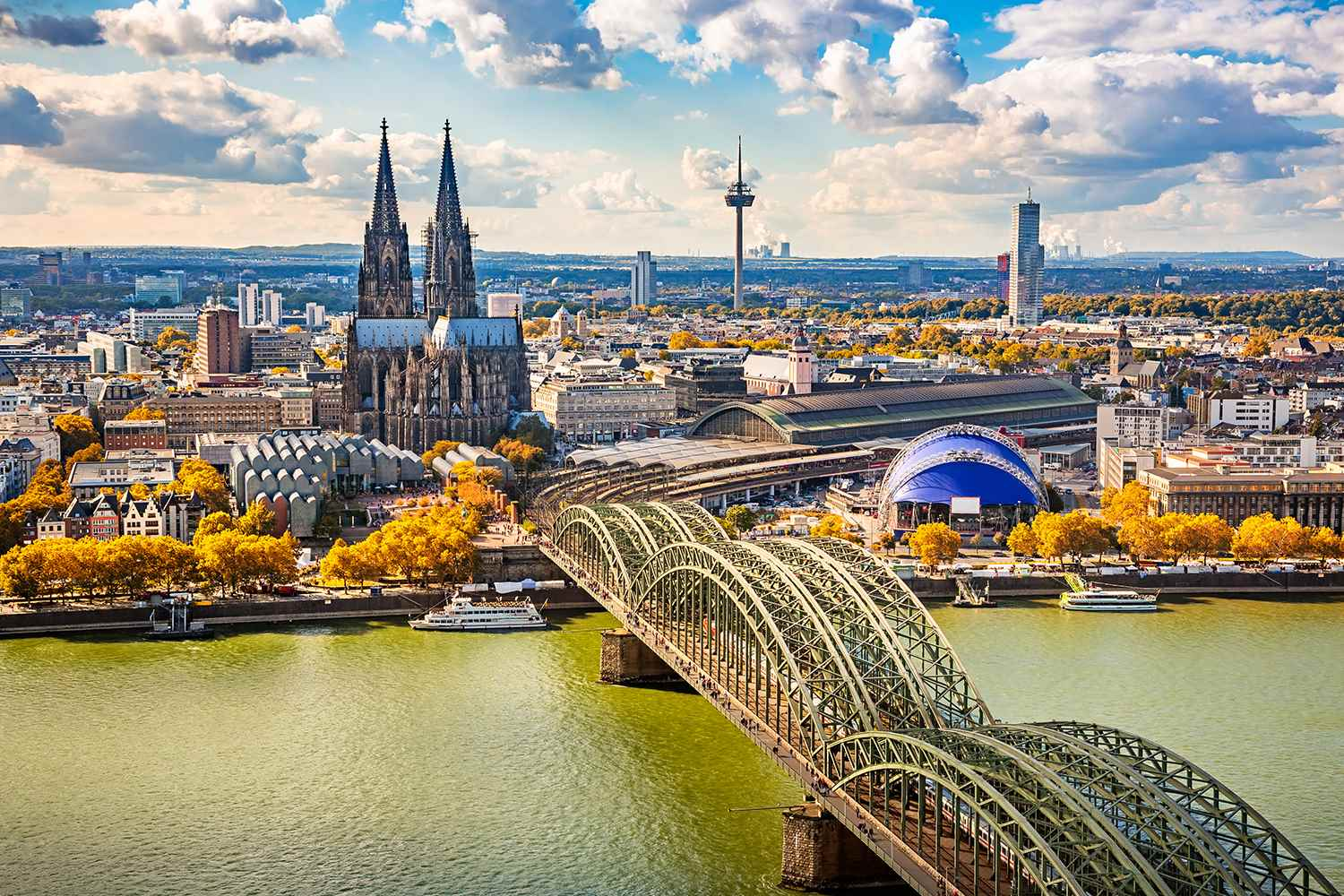 /Assets/CruiseGallery/Thumb/enchantingrhine_germany_cologne_ss_294527597_gallery.jpg