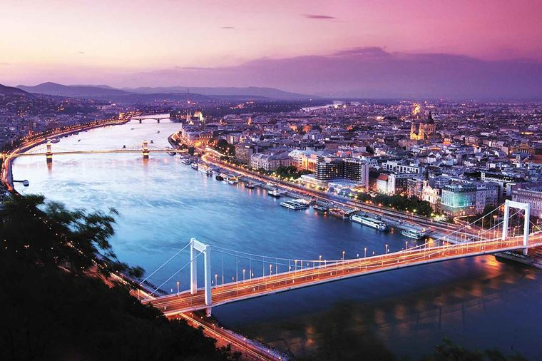 /Assets/Desktop/CruiseGallery/Thumb/theromanticdanube_budapest_UG2_48145_gallery.jpg