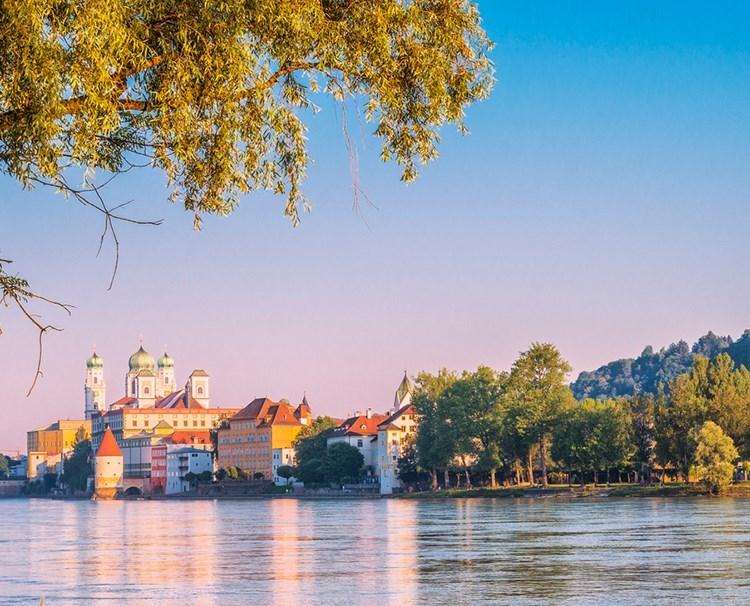https://www.amawaterways.com/Assets/Desktop/Cruises/danubeserenade_GERMANY_Passau_iStock_87609191_dailyprogram.jpg