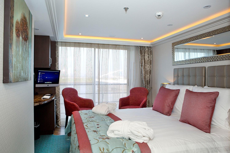 Amareina river cruise ship amawaterways for Balcony stateroom